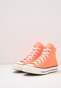 Converse - CHUCK TAYLOR ALL STAR 70 - Sneakersy wysokie - total orange/egret/black - 2