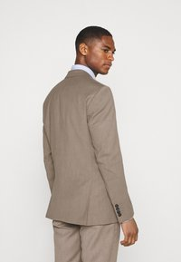Selected Homme - SLHSLIM MYLOBILL STRUCTURE SUITE - Traje - sand - 2