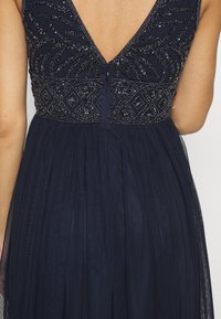 Lace & Beads Petite - MUMULAN MAXI - Vestido de fiesta - navy - 4