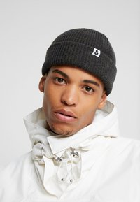 Jack & Jones - JACTWISTED SHORT BEANIE - Beanie - forest night/navy blazer - 1