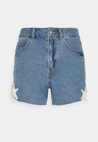 Vero Moda Petite - VMNINETEEN CROCHET - Shorts di jeans - light blue denim/birch crochet - 0