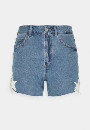 VMNINETEEN CROCHET - Shorts di jeans - light blue denim/birch crochet