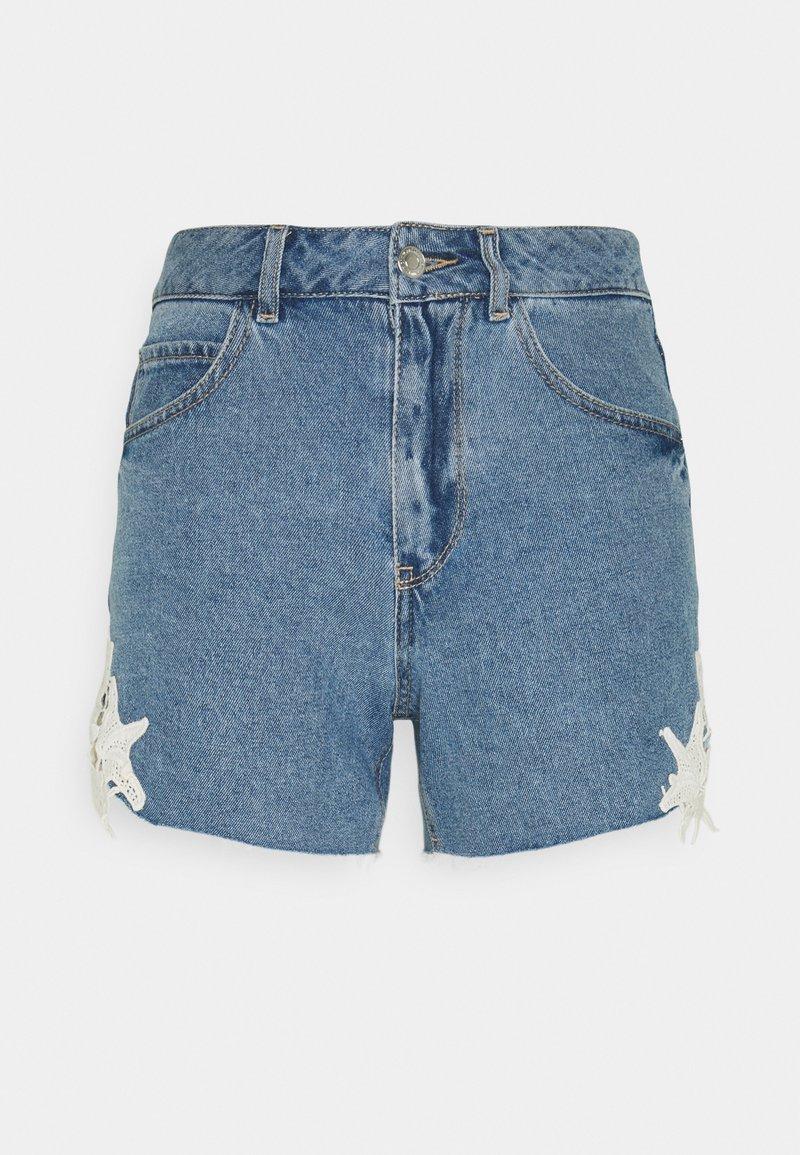 Vero Moda Petite - VMNINETEEN CROCHET - Shorts di jeans - light blue denim/birch crochet
