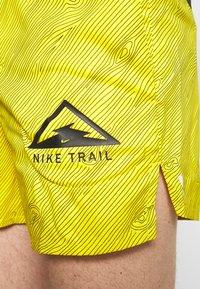 "Nike Performance - M NK FLX STRIDE SHORT 5"" TRAIL - Pantalón corto de deporte - speed yellow/black - 3"