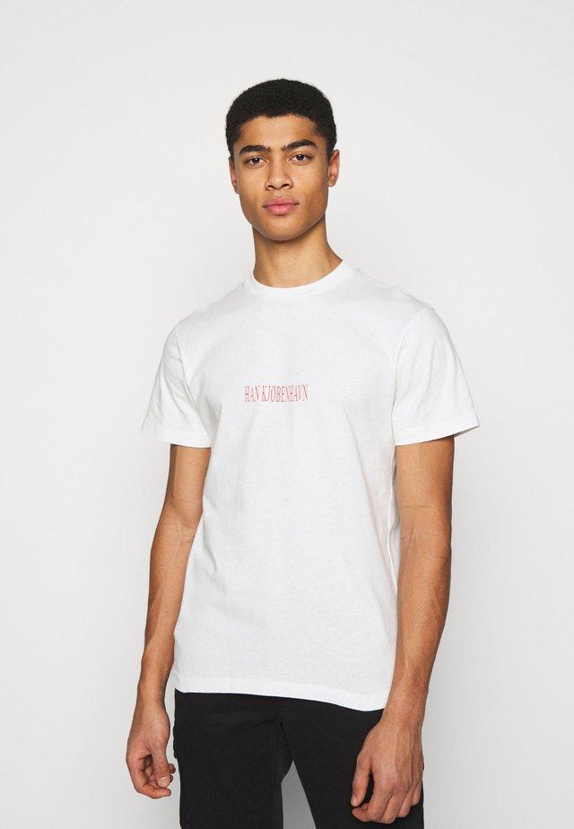 ARTWORK TEE - T-shirt med print - off-white