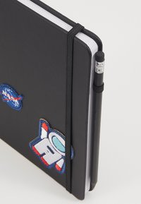 Urban Classics - NASA NOTEBOOK & PENCILCASE SET - Other - black - 5