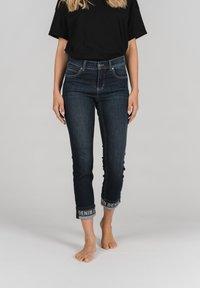 Angels - CICI TAPE' MIT STICKEREI - Slim fit jeans - dunkelblau - 0