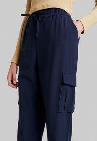 Vila - Pantalones - navy blazer - 5