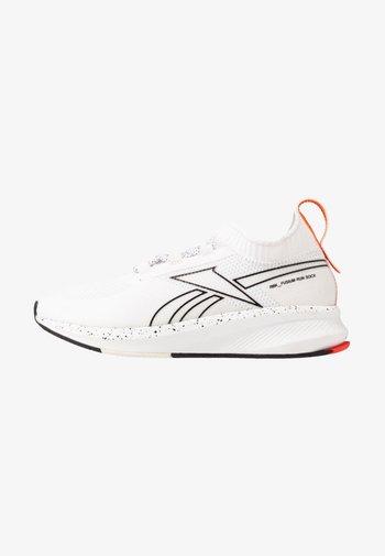 FUSIUM RUN 20 SOCK - Neutrální běžecké boty - white/true grey one/black