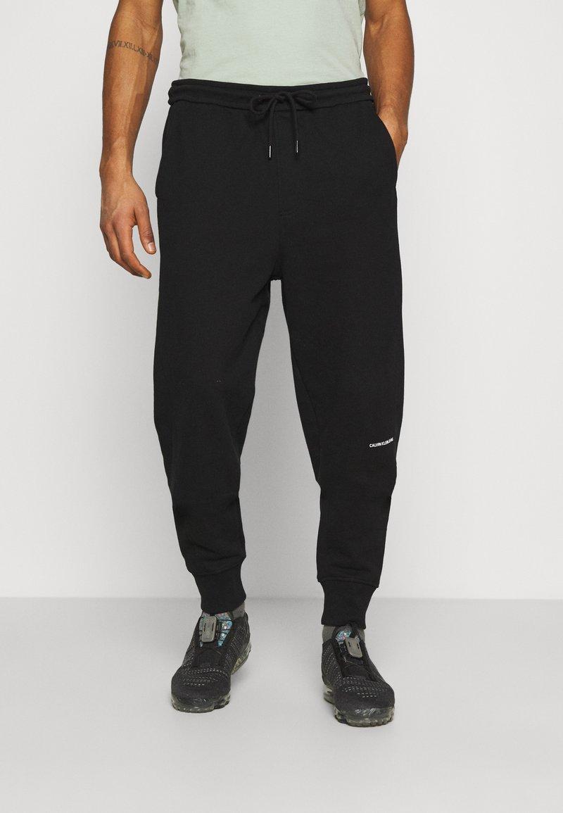 Calvin Klein Jeans - MICRO BRANDING PANT - Träningsbyxor - black