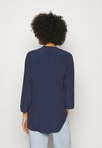 Anna Field - Basic V neck Blouse - Blusa - dark blue - 2