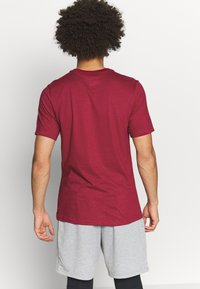 Nike Performance - TEE CREW SOLID - Basic T-shirt - noble red/pink foam - 2