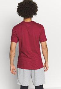 Nike Performance - DRY TEE CREW SOLID - Camiseta básica - noble red/pink foam - 2