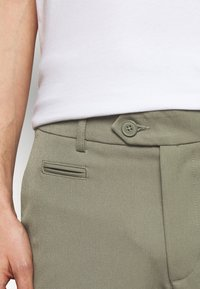 Les Deux - COMO LIGHT - Shorts - lichen green - 4
