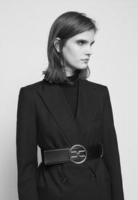 Elisabetta Franchi - RING LOGO BELT - Waist belt - nero - 1