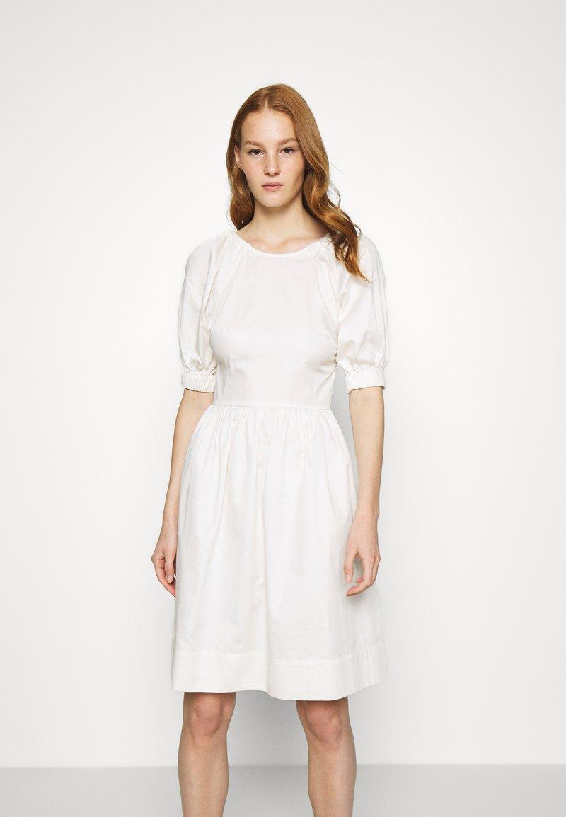 Who What Wear - CUT OUT BACK DRESS - Day dress - powder