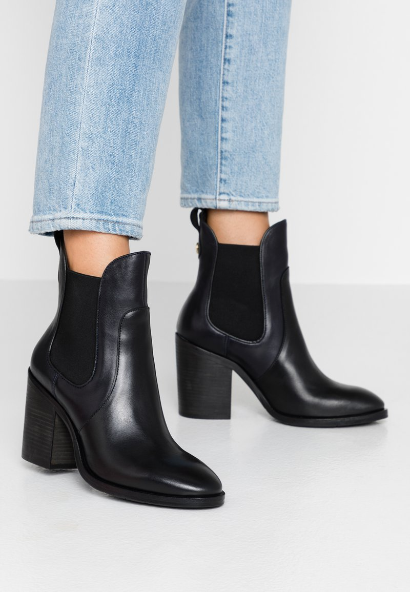 Tommy Hilfiger - COLOR BLOCK CHELSEA - High heeled ankle boots - blue