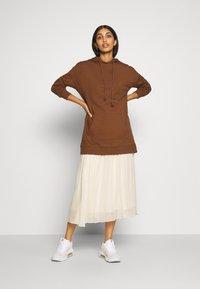Monki - LAURA PLISSÉ SKIRT - Jupe plissée - beige dusty light - 1