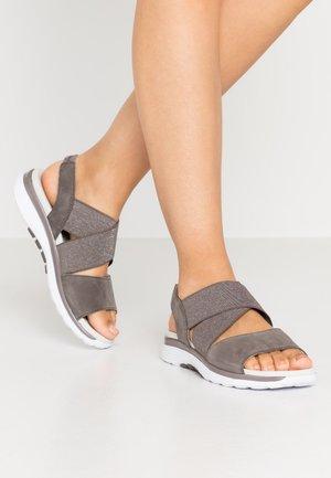 Sandály na platformě - fumo