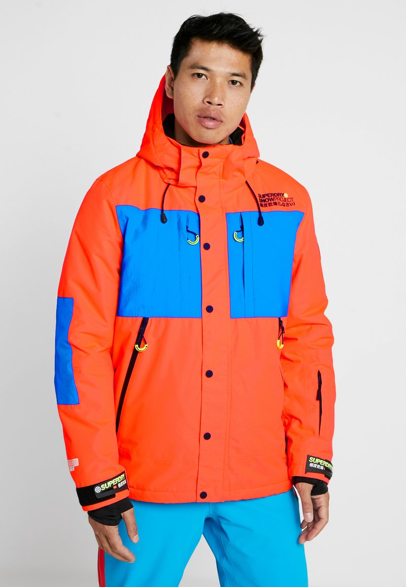 Superdry - MOUNTAIN JACKET - Laskettelutakki - hazard orange/acid cobalt