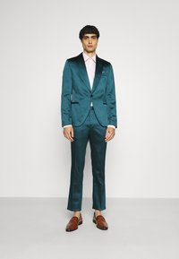 Twisted Tailor - DRACO SUIT - Kostym - bottle green - 1