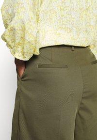 NAF NAF - COMODO - Shorts - vert kaki - 5