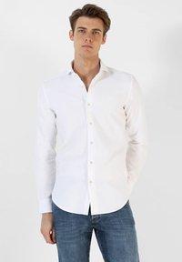 Scalpers - Shirt - white - 0