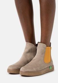 Jana - VEGAN - Ankle boots - stone/saffron - 0