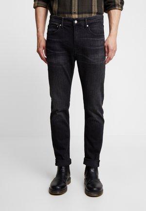 CKJ 058 SLIM TAPER - Zúžené džíny - black