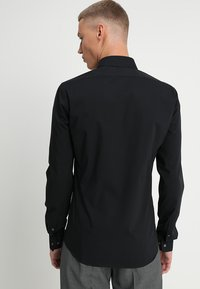 Calvin Klein Tailored - EXTRA SLIM - Formal shirt - black - 2