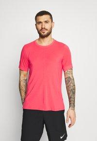 Nike Performance - Basic T-shirt - fusion red - 0