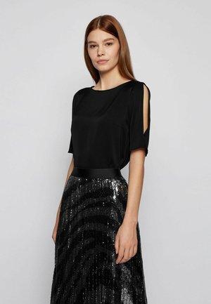 ISATINA - T-shirt basic - black
