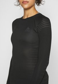 ODLO - CREW NECK PERFORMANCE LIGHT - Camiseta de deporte - black - 4