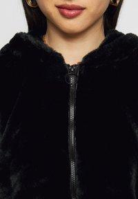 Noisy May Petite - NMLOMA JACKET - Zimní bunda - black - 4