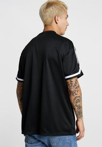 Urban Classics - OVERSIZED TEE - T-shirt - bas - black - 2