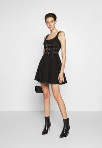 Versace Jeans Couture - LADY DRESS - Denimové šaty - nero - 1