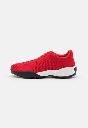 MOJITO BIO - Hiking shoes - red