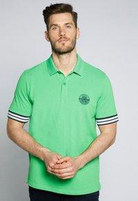 JP1880 - GROSSE GRÖSSEN - Polo shirt - apfelgrün - 0