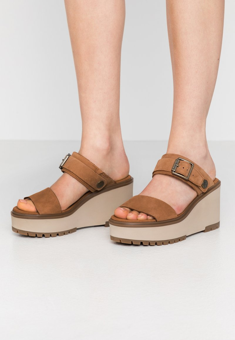 Timberland - KORALYN BAND WEDGE - Pantolette hoch - rust