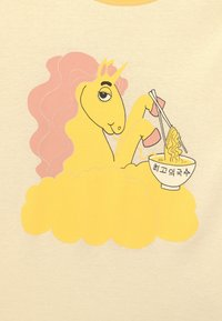 Mini Rodini - UNICORN NOODLES UNISEX - T-shirt con stampa - yellow - 2