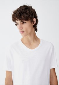 PULL&BEAR - Basic T-shirt - white - 3