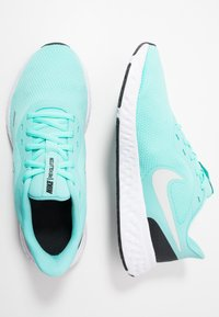 Nike Performance - REVOLUTION 5 - Neutral running shoes - aurora green/platinum tint/black - 1