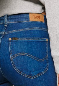 Lee - SCARLETT HIGH ZIP - Jeansy Skinny Fit - mid candy - 5