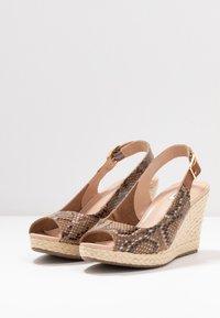 Dune London WIDE FIT - WIDE FIT KICKS  - Sandaler med høye hæler - natural - 4
