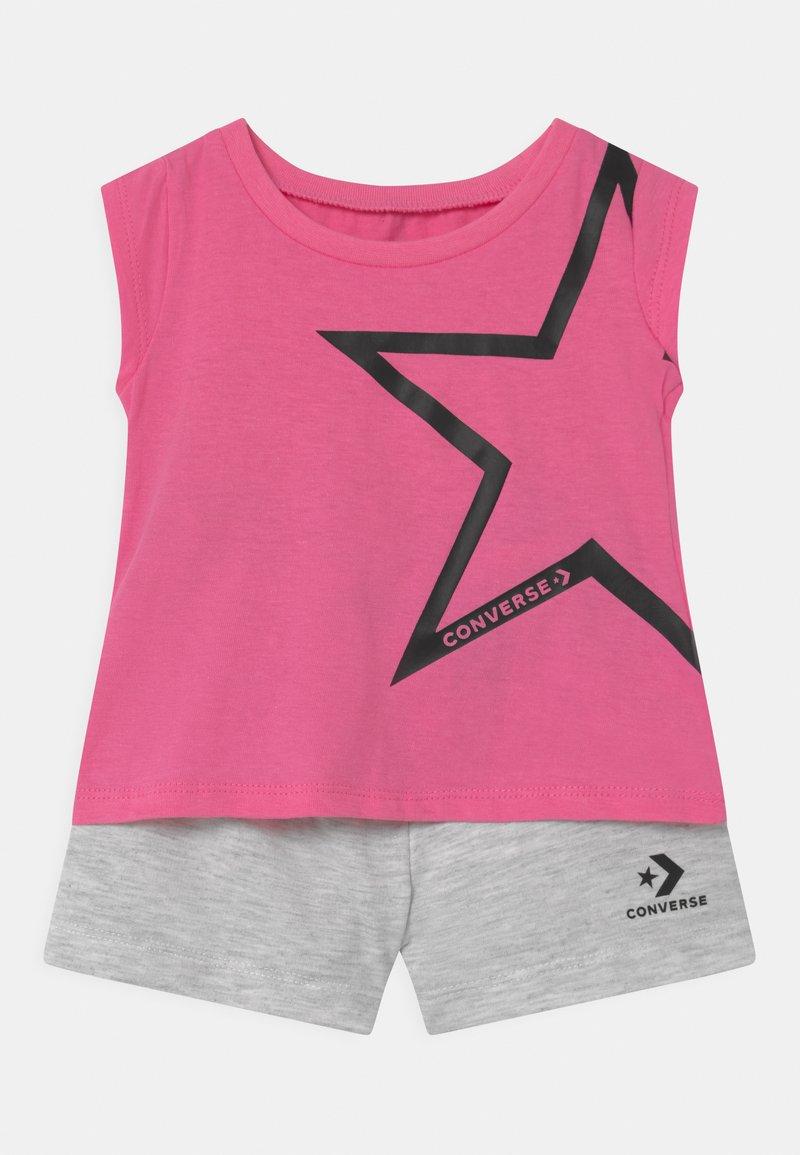 Converse - STAR CHEVRON SET - Triko spotiskem - converse pink