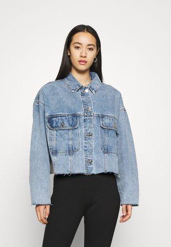 PLEAT BACK OVERSIZED 80S JACKET - Denim jacket - blue