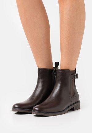 AUDREY BOOTIE - Korte laarzen - dark brown