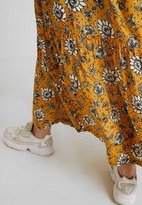 Queen Mum - DRESS NURS DENVER - Jersey dress - sunflower - 6