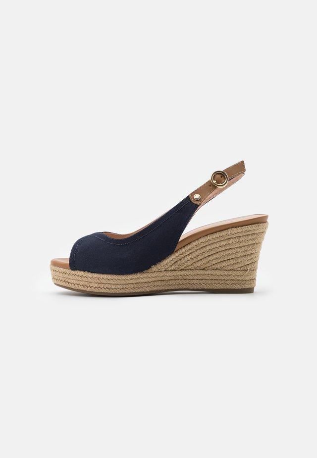 SOLEIL - Sandały na platformie - navy/caramel