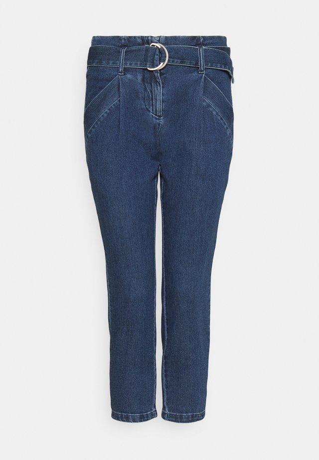 VMBAILEY PAPERBAG BELT - Jeans relaxed fit - medium blue denim